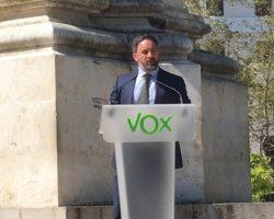 VOX presenta una querella contra JuanEspadas, Juan Carlos Cabrera, Sandra Garcíay Carlos Toscano por los sucesos de la PlazaNueva durante la visita de Santiago Abascal