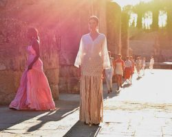 Moda y Novias en Itálica de la mano de Code 41 Trending14 firmas profesionales desfilaron en la Semana de la Moda de Andalucía, Code 41 Trenidng, en Itálica como apoyo a la solicitud de este conjunto arqueológico como Patrimonio de la Humanidad.