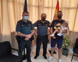 La Guardia Civil auxilia a un bebé de 16 meses que se ahogaba en una piscina desmontable