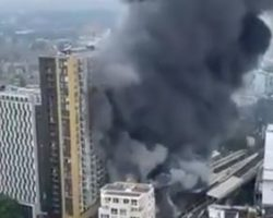 Una fuerte explosión provoca un incendio en una estación de metro en Londres