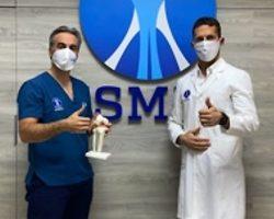 Ya se opera en Sevilla el trasplante de cartílago fresco, la alternativa a las prótesis de rodilla para los jóvenesEl Dr. López-Vidriero trae esta técnica junto al Dr. Pablo Gelber, líder en Europa y referente internacional
