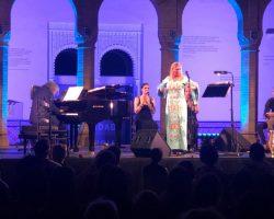Puro Évora en el atardecer de la playa de Sanlúcar, nueva ocasión el jueves para desvelar al genioLa semana pasada ofreció un concierto descomunal, con Esperanza Fernández, en el Pabellón Mudéjar de Sevilla